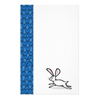 El azul blanco del conejo agita inmóvil  papeleria