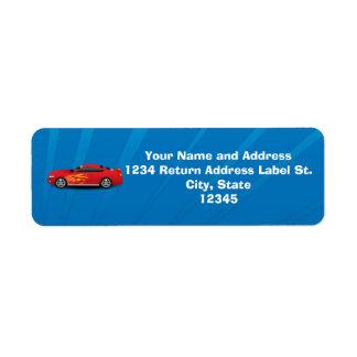 El azul brillante con el coche de deportes rojo etiqueta de remite