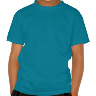 El azul brillante con el coche de deportes rojo tshirt