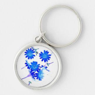 El azul colorized diseño dispersado de las flores  llavero redondo plateado