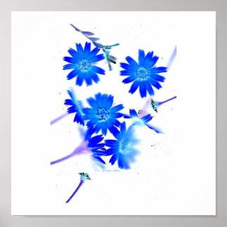 El azul colorized diseño dispersado de las flores posters