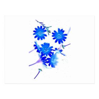 El azul colorized diseño dispersado de las flores postales