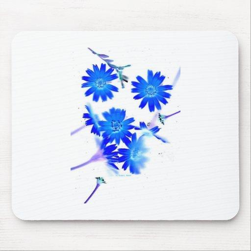 El azul colorized diseño dispersado de las flores  tapete de ratones