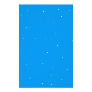 El azul con blanco puntea los accesorios para modi papelería