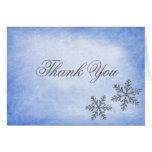 El azul de los copos de nieve de la chispa del inv felicitación