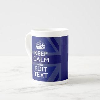 El azul de medianoche guarda calma para tener su taza de porcelana