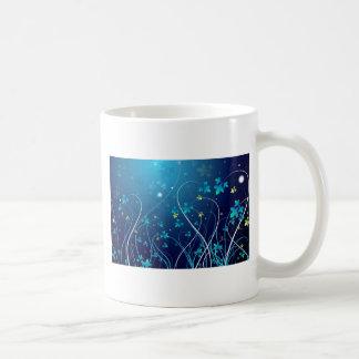 El azul de océano florece la taza