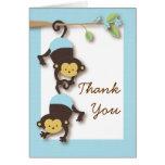 El azul del bebé del mono de la MOD le agradece ca Tarjetas