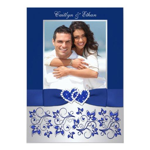 El azul del monograma, el boda floral de plata de invitación 12,7 x 17,8 cm