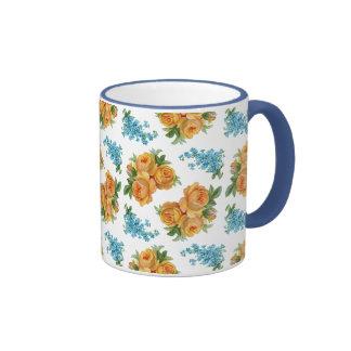 El azul del rosa amarillo florece el modelo del vi taza de café