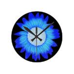El azul eléctrico ktichen el reloj