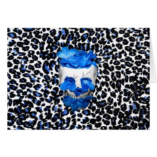 El azul florece el cráneo en estampado leopardo tarjeta de felicitación