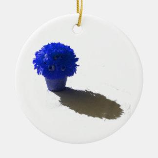 El azul florece el cubo y la sombra blancos adorno navideño redondo de cerámica