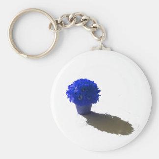El azul florece el cubo y la sombra blancos llavero redondo tipo pin