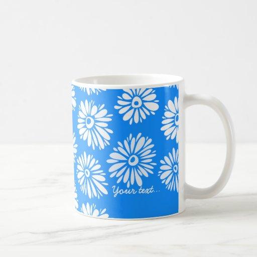 El azul florece la taza verde
