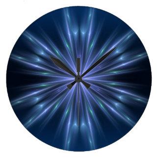 El azul irradia el reloj de pared