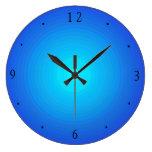 El azul/la aguamarina llanos iluminó > los relojes