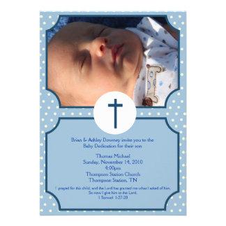 El azul puntea la foto del esmero 5x7 del bebé del anuncio
