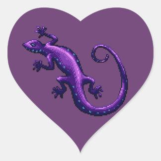 El azul púrpura del lagarto de la cola larga pegatina en forma de corazón