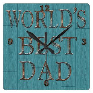 El azul sube al reloj de pared del día de padre
