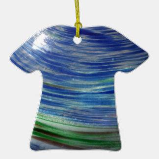 El azul y el verde remolina en la ronda adorno de cerámica en forma de playera