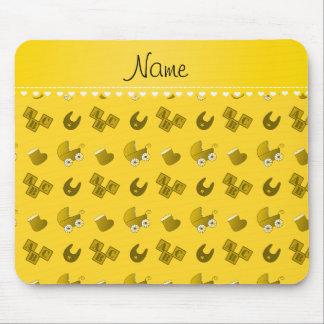 El babero amarillo conocido del bebé bloquea tapetes de ratones