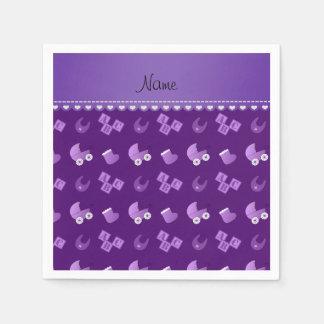 El babero púrpura conocido del bebé bloquea servilleta de papel