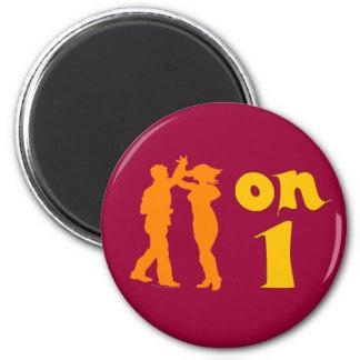 El baile de la salsa en uno siluetea imán redondo 5 cm
