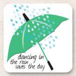 El baile en la lluvia ahorra posavaso