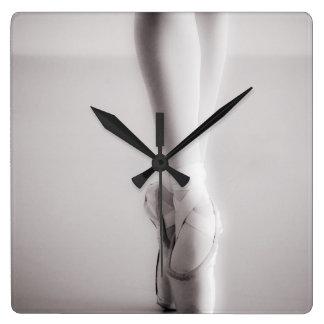 El ballet Pointe calza los deslizadores del baile Reloj Cuadrado
