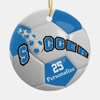 El balón de fútbol azul el | personaliza adorno navideño redondo de cerámica