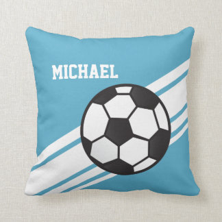 El balón de fútbol azul raya la almohada de tiro