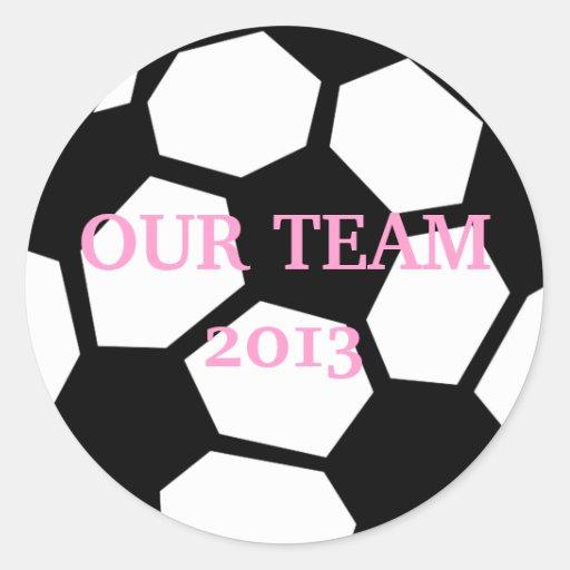 ¡El balón de fútbol lo personaliza! Pegatina Redonda