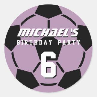 El balón de fútbol púrpura se divierte a los pegatina redonda