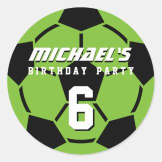 El balón de fútbol verde se divierte a los pegatina redonda
