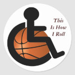 El baloncesto de silla de ruedas esto es cómo pegatina redonda