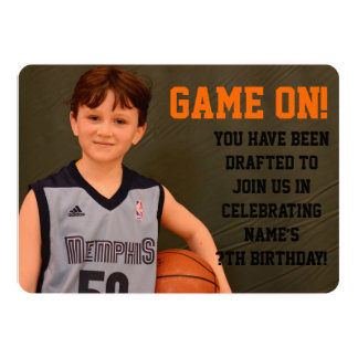 """El baloncesto del cumpleaños se divierte la invitación 5"""" x 7"""""""