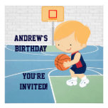 El baloncesto lindo embroma la invitación de la fi