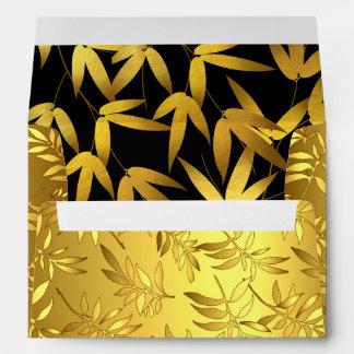 El bambú atractivo sale del oro y del negro de la sobre