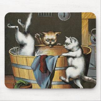 El baño de los gatitos - arte del vintage tapetes de raton