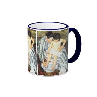 El baño del niño por impresionismo del vintage de taza de dos colores