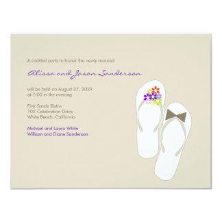 """el banquete de boda púrpura de los flips-flopes invitación 4.25"""" x 5.5"""""""