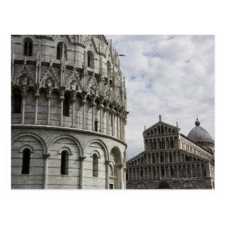 El baptisterio y el Duomo en la plaza Postales