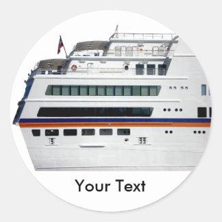El barco de cruceros blanco cubrió la etiqueta del