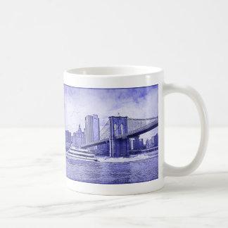 El barco del puente de Brooklyn del horizonte de Taza Básica Blanca