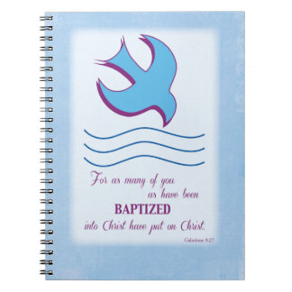 El bautismo adulto se zambulló en azul cuaderno