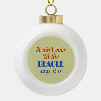 El beagle dice (el fondo beige) adorno de cerámica en forma de bola