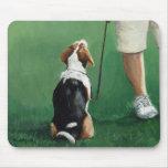 El beagle sienta el cojín de ratón del arte del pe alfombrilla de ratón