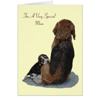 El beagle y la momia lindos del perrito persiguen  felicitaciones