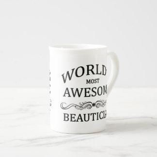 El Beautician más impresionante del mundo Taza De Porcelana